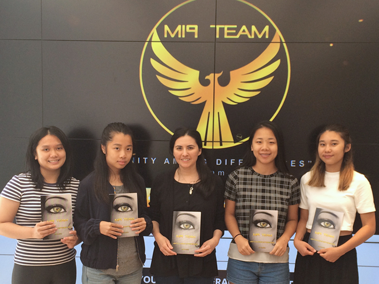 MI9 Team Author and eGirl Power Founder Amy Mintz at workshop with high school girls